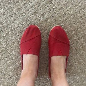 Red TOMS flats